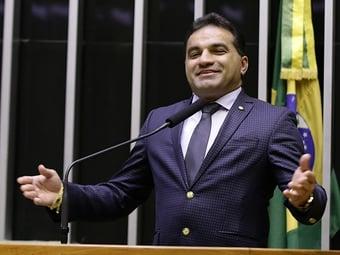 IMAGEM: Deputado alvo da PF estava na campanha de candidato de Dino e foi 'campeão em emendas'