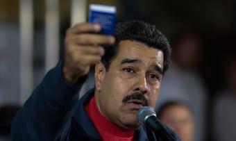 IMAGEM: Maduro exclui opositores de vacinação, diz jornal