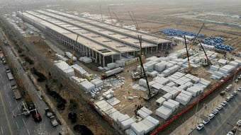IMAGEM: Com novo surto de Covid, China constrói campo de quarentena
