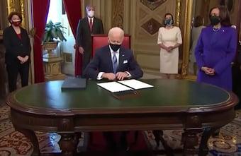 IMAGEM: Carta deixada por Trump foi 'muito generosa', diz Biden