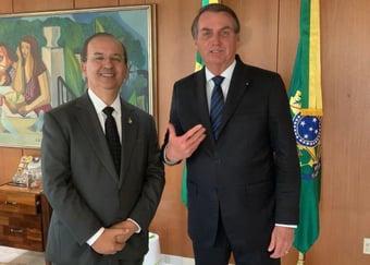 IMAGEM: Bolsonaro recebe convite para se filiar ao PL de Valdemar Costa Neto