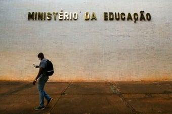 IMAGEM: MEC pede a universidades para 'prevenir e punir atos políticos-partidários'