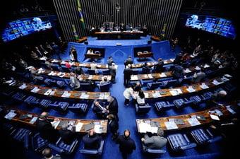 IMAGEM: Cid Gomes, Flávio Bolsonaro e petistas juntinhos com candidato de Alcolumbre
