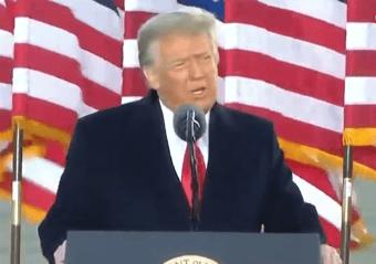 """IMAGEM: Trump: """"Foram quatro anos incríveis"""""""
