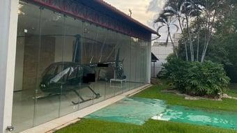 IMAGEM: Helicóptero na garagem