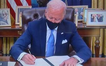 IMAGEM: Joe Biden no Salão Oval