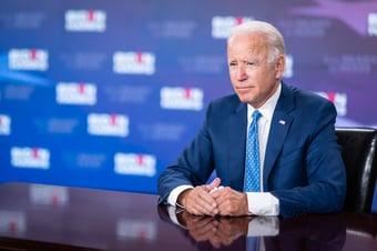 IMAGEM: Biden comemora ao atingir meta de 200 milhões de vacinas aplicadas