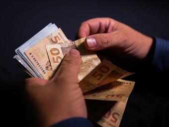 IMAGEM: Governo vai cancelar Bolsa Família de quem doou mais de R$ 2 mil na eleição