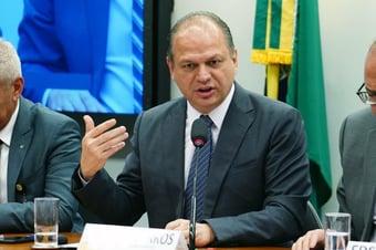 """IMAGEM: """"Temos cuidado melhor dos brasileiros que países de primeiro mundo"""", diz Ricardo Barros"""