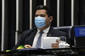IMAGEM: Com cota parlamentar, Alcolumbre paga imprensa do Amapá para promovê-lo