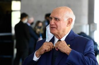 IMAGEM: Com Covid-19, Lasier Martins é internado
