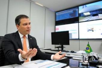 IMAGEM: Financiamento de mansão para Flávio Bolsonaro enfraquece nome de presidente do BRB para Banco do Brasil