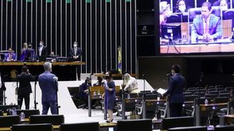 IMAGEM: Com medo de derrota, Centrão avalia adiar votação de PEC da Imunidade