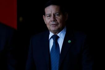 IMAGEM: Economia precisa 'abrir as pernas' para contratação de temporários, diz Mourão