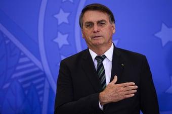 IMAGEM: Bolsonaro grava pronunciamento para falar de vacinação
