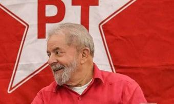 IMAGEM: Lula insiste que sua candidatura está 'em aberto'