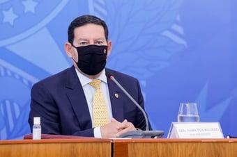 IMAGEM: Mourão defende que Pazuello tem direito a silêncio por ser 'investigado'