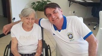 """IMAGEM: """"Esqueçam a minha mãe, ela se vacinou com Oxford"""", diz Bolsonaro"""