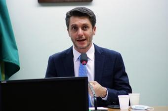 IMAGEM: Candidato do 'polo democrático' teria menos rejeição que Lula e Bolsonaro, diz deputado