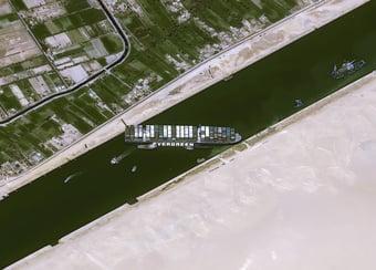 """IMAGEM: Huck compara Brasil ao navio que bloqueou o Canal de Suez: """"Não consegue sair do lugar"""""""