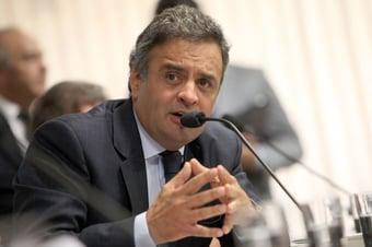 IMAGEM: Aécio pede a embaixador dos EUA doses de vacinas da AstraZeneca estocadas por americanos