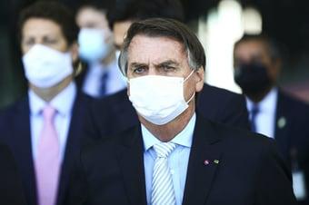"""IMAGEM: """"Só Deus me tira da cadeira presidencial. E me tira tirando a minha vida"""", diz Bolsonaro"""