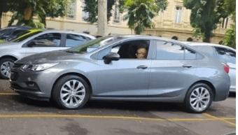IMAGEM: Queiroz tenta cargo para filha no governo do Rio