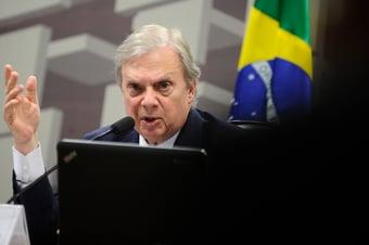 """IMAGEM: Tasso quer chamar Abin para explicar """"guerra química"""" citada por Bolsonaro"""