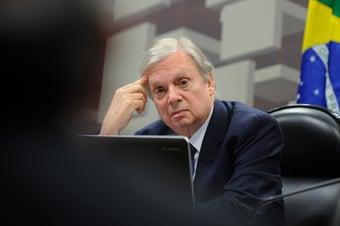 IMAGEM: Tasso diz que alto número de requerimentos na CPI busca tirar governo federal do foco