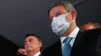 IMAGEM: Bolsonaro é aconselhado a viajar para fora do país para que Lira sancione Orçamento