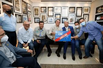 """IMAGEM: Foto de Bolsonaro com 'CPF cancelado' repercute: """"O presidente tem alma perversa"""""""