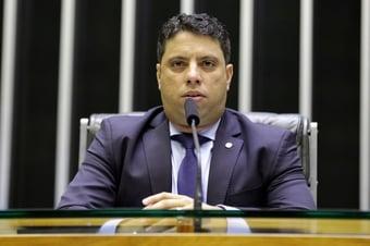 IMAGEM: 'A maioria dos brasileiros ainda procura candidato' para 2022, diz deputado