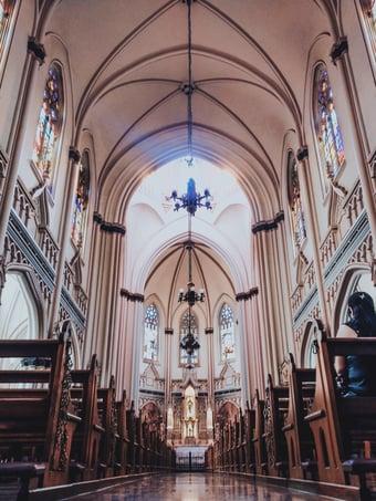 IMAGEM: Conselho de igrejas cristãs defende veto a missas e cultos presenciais
