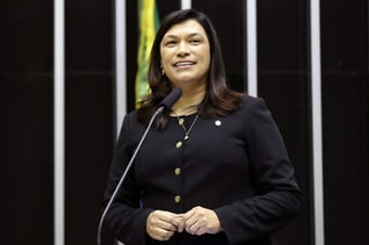 IMAGEM: Com Covid, deputada federal Maria Rosas é intubada