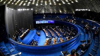 IMAGEM: Senadores recebem caixa que 'solta pó' e provoca alergia; Pacheco manda investigar