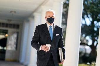 IMAGEM: Biden deve antecipar vacinação de todos os adultos para 19 de abril, diz emissora