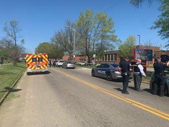 IMAGEM: Ataque a tiros em colégio no Tennessee mata adolescente