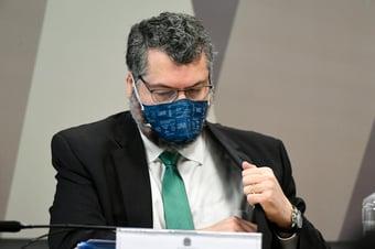 IMAGEM: Ernesto contradiz Carlos França sobre viagem do 'spray milagroso'