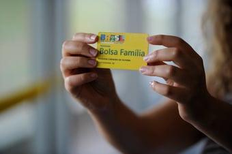IMAGEM: 48 mil famílias perderam o Bolsa Família em 2021, diz Consórcio Nordeste