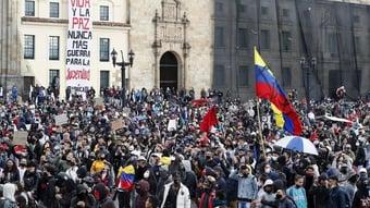 IMAGEM: Após protestos, governo colombiano aceita reunião sobre reforma tributária