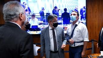 IMAGEM: Leia o que disseram integrantes da CPI sobre os xingamentos entre Flávio Bolsonaro e Renan
