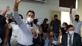 IMAGEM: Reunião do Patriota que aceitou Bolsonaro teve tumulto e gritos de 'golpe'