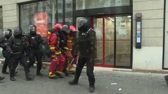 IMAGEM: Polícia de Paris detém 46 manifestantes após protestos no Dia do Trabalho