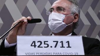 """IMAGEM: """"Governo não tem linha de defesa"""", diz Renan Calheiros após duas semanas de CPI"""