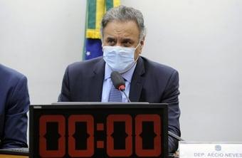 IMAGEM: Aécio diz ser contra lançar agora nome do PSDB sem apoio e insiste em 3ª via