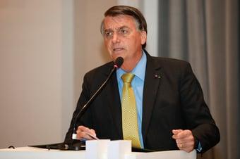IMAGEM: Quase sete horas depois, Bolsonaro 'se solidariza' com familiares de Bruno Covas