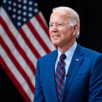 IMAGEM: 'A regra agora é simples: vacine-se ou use máscara', comemora Biden