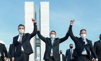 IMAGEM: Bolsonaro condecora Lira, Pacheco e Ibaneis com Ordem do Mérito Naval