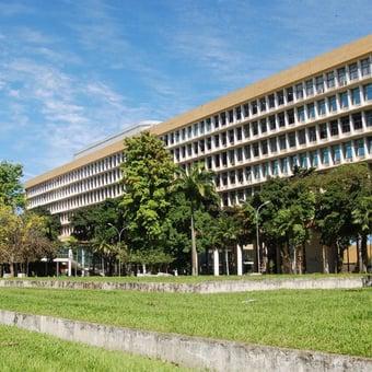 IMAGEM: UFRJ fechará por falta de verba, afirma reitora