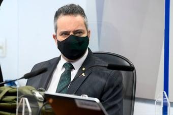 IMAGEM: Elcio Franco diz que foi responsável por compra de cota mínima de vacinas do Covax Facility